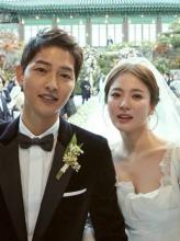 宋仲基和宋慧乔举行双宋世纪婚礼后,今天出国去度蜜月了!太甜了